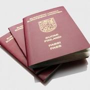 Lång kö till passexpeditionerna